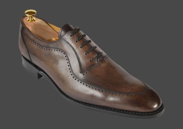 Leader français de la distribution de chaussures en centre-ville et centre commerciaux, Eram fait partager son savoir-faire chausseur en proposant des produits de qualité, à prix raisonnables pour la femme, l'homme et l'enfant.